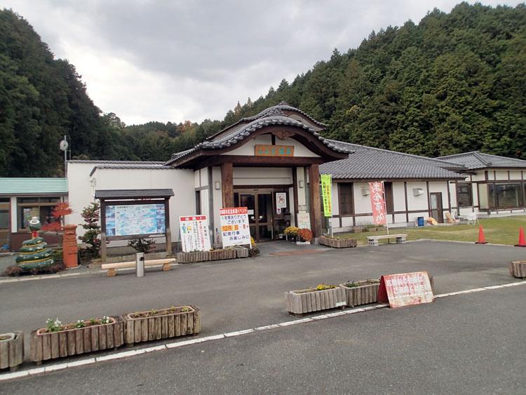 竹田城跡から近い「よふど温泉」。竹田城跡の観光客の多さとは対照的な、落ち着いた里山的な場所にある。竹田城跡見学で疲れたらここに寄りたい
