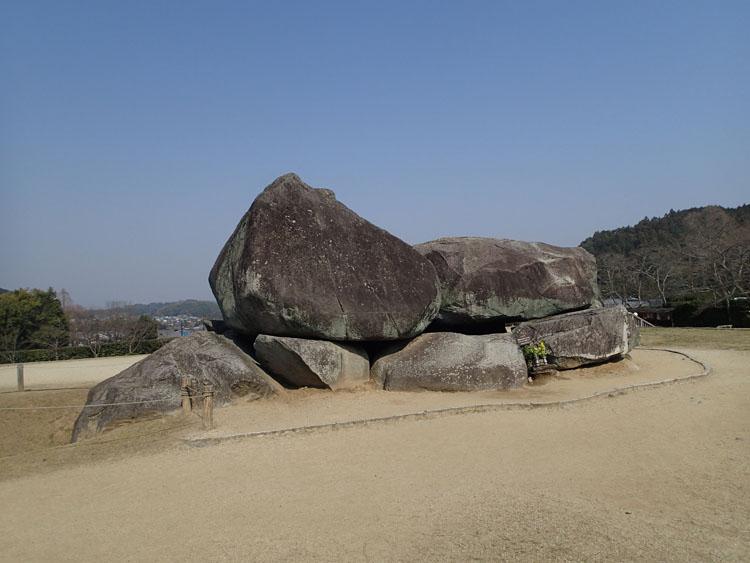 高松塚古墳から近い有名な石舞台古墳にも行ってみた。中学校3年生の修学旅行で訪れた際も天気は晴れていた記憶がある