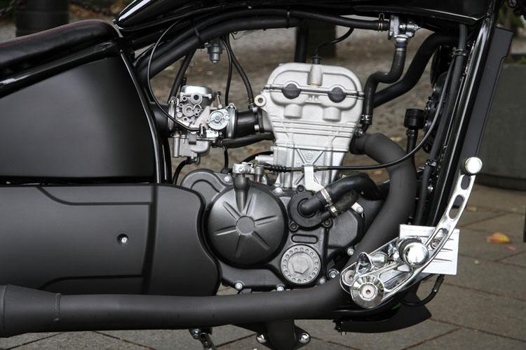 エンジンは4バルブヘッドをもつピアッジオ製