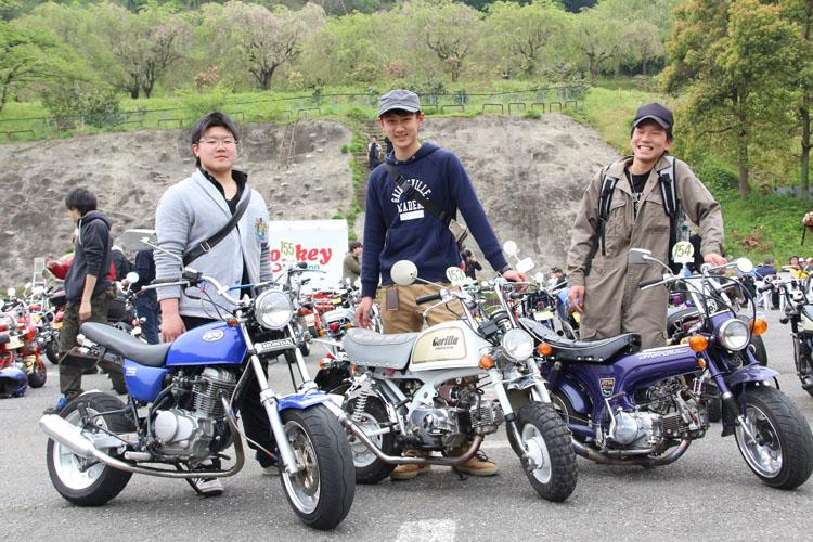 秋山雄雅さん(エイプ)、中島翔さん(ゴリラ)、大平俵雅さん(ダックス)