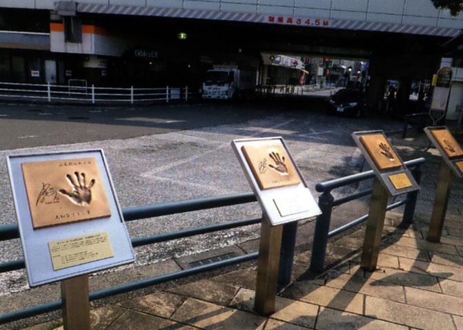 広場にはなでしこジャパンのメンバーの手形がありました。世界で活躍する女性は、カッコいいよね