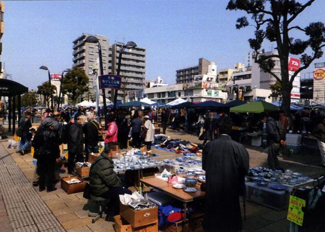 いいお天気に恵まれ、大勢の人々が集まっていました。やっぱし基地の街だけあって、外国人も多かったョ