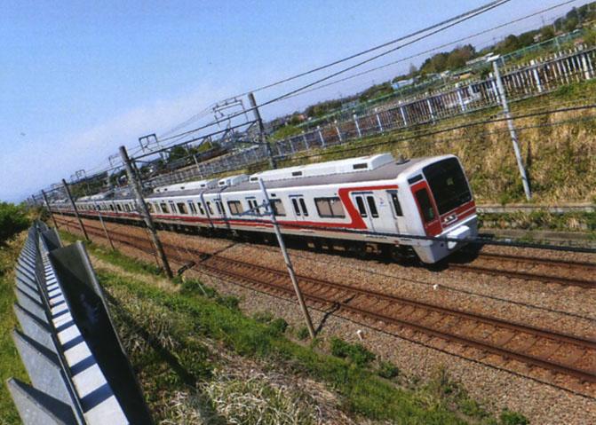 海老名-横浜間を結ぶ相模鉄道。銀色の車体に赤いラインはウルトラマンみたいでカッコいいね。?