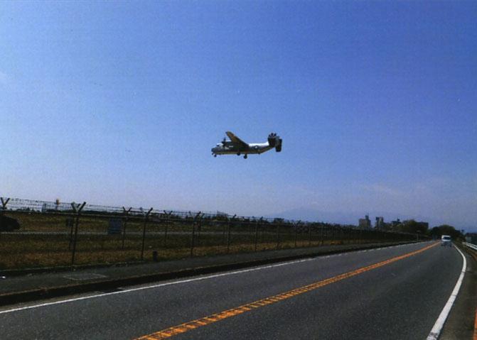 厚木飛行場の側を走って座間へ向かいます。すぐ上を飛行機が通るとなんかゾワゾワしちゃいます。