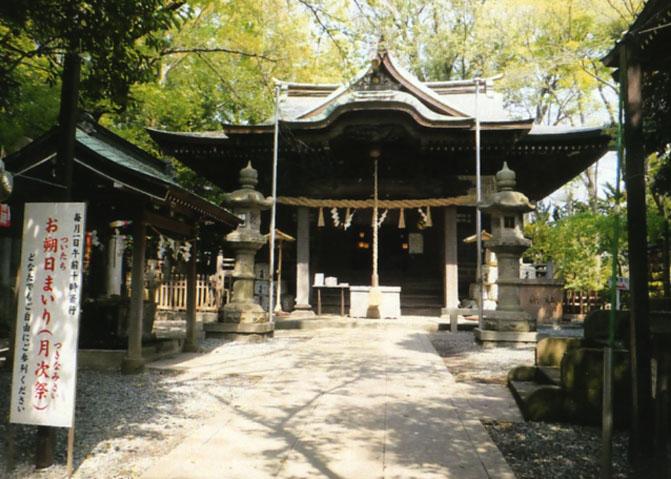 約1400年もの歴史がある、座間神社。昔、村で流行った病気を治してくれた、飯綱権現様をお祀りしてあります