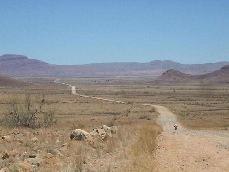 ナミビアのダートをひたすら南下