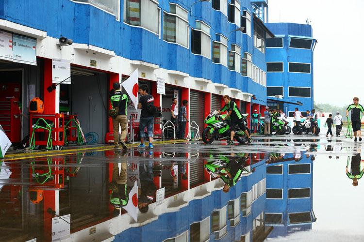 雨が降ったらピットは湖、のアジアンクオリティ