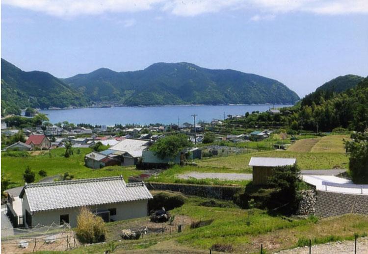 途中にあった、小さな漁村。静かで美しい所です。こんな所で余生を送れたら、いいよなあ〜