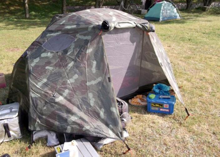 おニューのテントの初使用は見近島。以前のような隠れ家的な雰囲気は薄れたがやはりその環境は最高