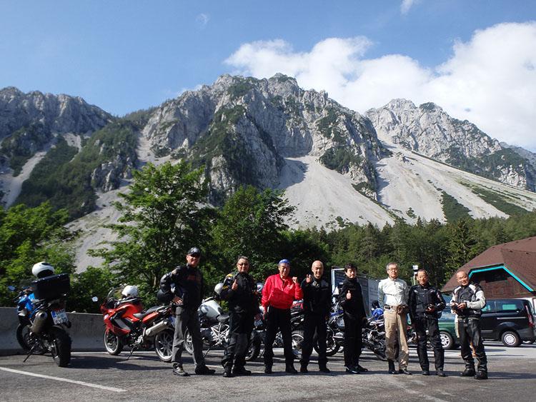 ロイブル峠を越えてスロベニアに入国。ようやく青空が!