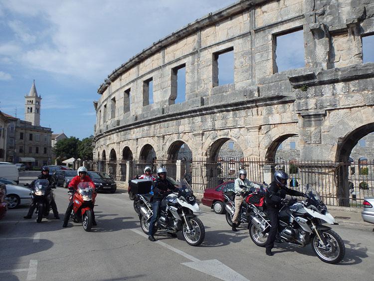 リゾート地、プーラの町に残っているローマ遺跡