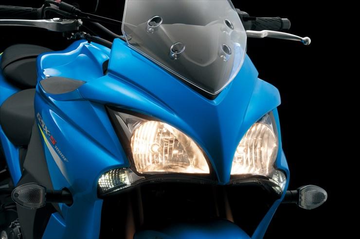 05_20140930_GSX-S1000F_ABS_GSX-S1000F_FA_L6_headlight.jpg