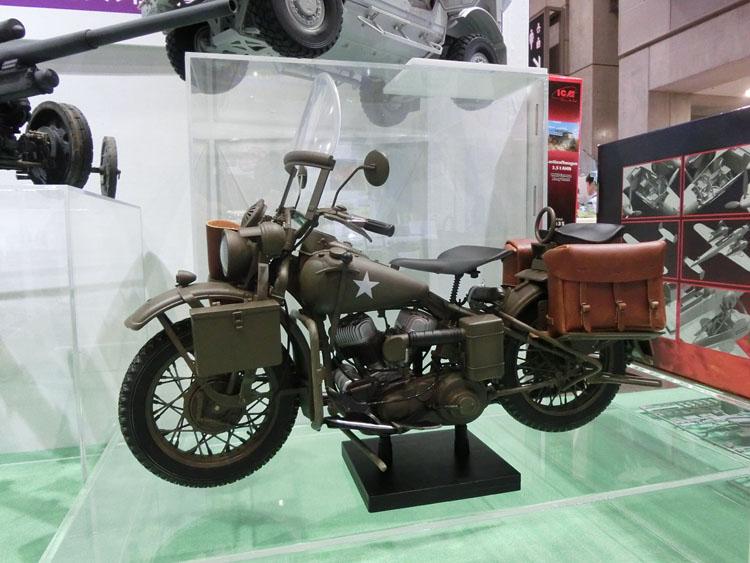 軍用オートバイ