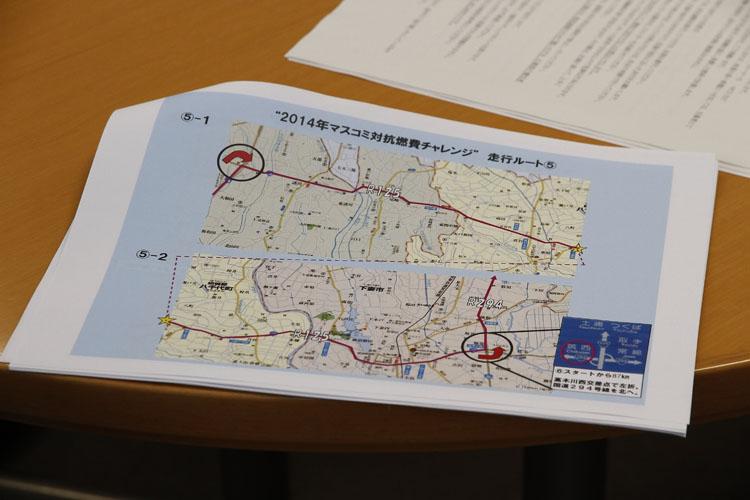 ルールやルートなどの確認ミーティングを行った後、東京都港区南青山にある本田技研・本社前にてスタート前の記念撮影。今回のエコチャレンジの模様の一部は、古澤 恵さんが56号車のズーマーXで活躍した11月のMOTORISE http://www.bs11.jp/entertainment/917/でも紹介されると思います