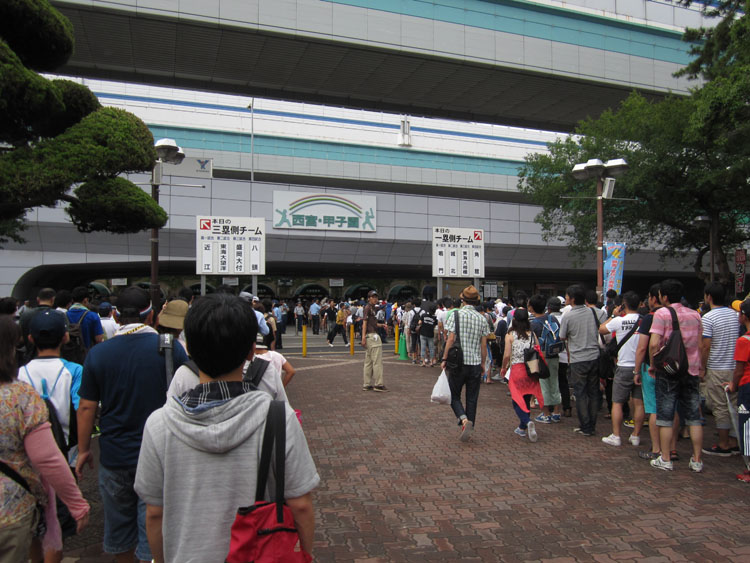 8月16日、8時頃、甲子園に着くともう長蛇の列だった
