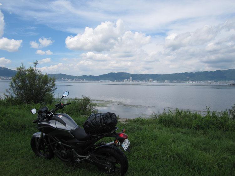 琵琶湖岸にて。18日はお天気がよくて暑かった