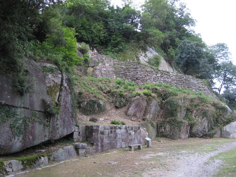 中津川の宿近くの苗木城址。立派な山城跡だ