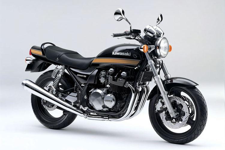 ZR750-C10 メタリックスパークブラック