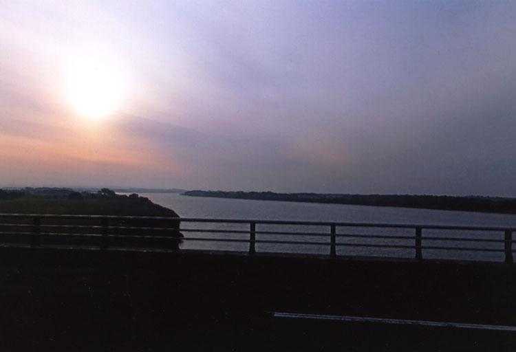 長い長い橋が架けられた石狩川を渡る頃、やっとお日様が見えました