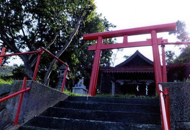 映画の中で健さんの妹役、古手川祐子さんが結婚式をやっていた雄冬神社。少しサビれているのが、さみしいです