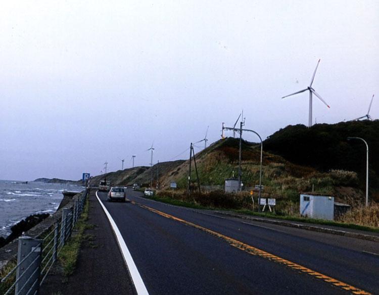 海岸線を走る国道232号は通称「日本海オロロンライン」だ。車も少ないし、潮風も気持ちよくてサイコーだぜイ