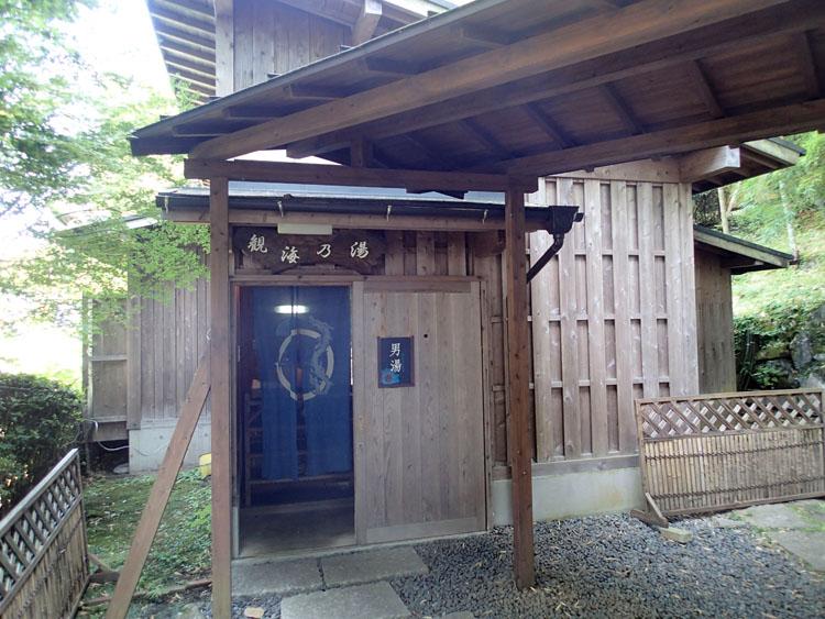 八湯の中で唯一共同温泉のない観海寺温泉。「美湯の宿 両築別邸」は入浴時間は限られているものの、500円で入湯できる