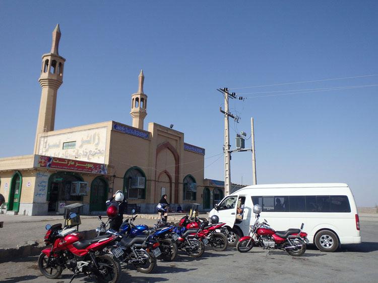 パーキング恵理リアにはモスクも併設