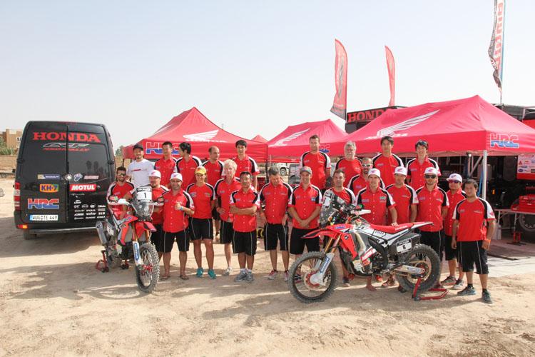 アルフードのサービスパークにて。ダカールに向けてマシン、ライダー、そしてチームが結集したモロッコ。全員前向き