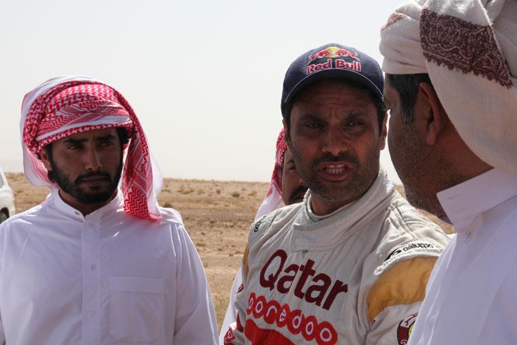 そしてカタールのオリンピック代表でありWRCへの参戦ほか、ダカールの優勝経験も持つナッサー・アルアティア。カタールからの応援団がフィニッシュを表敬訪問。四輪の立てる埃の量はハンパない