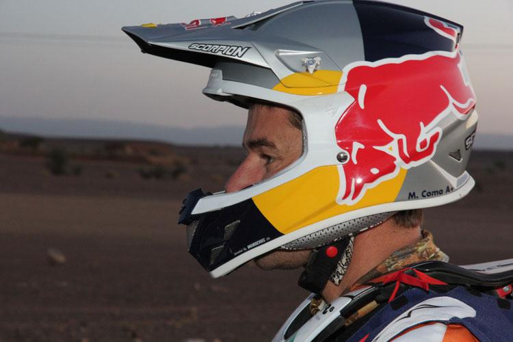 ヘルメットを被り集中力を高めるコマ。ルートの確認をしてスタートラインに向かう