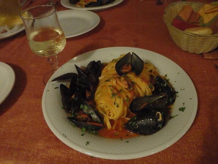 ペスカトーレ ムール貝のトマトパスタです