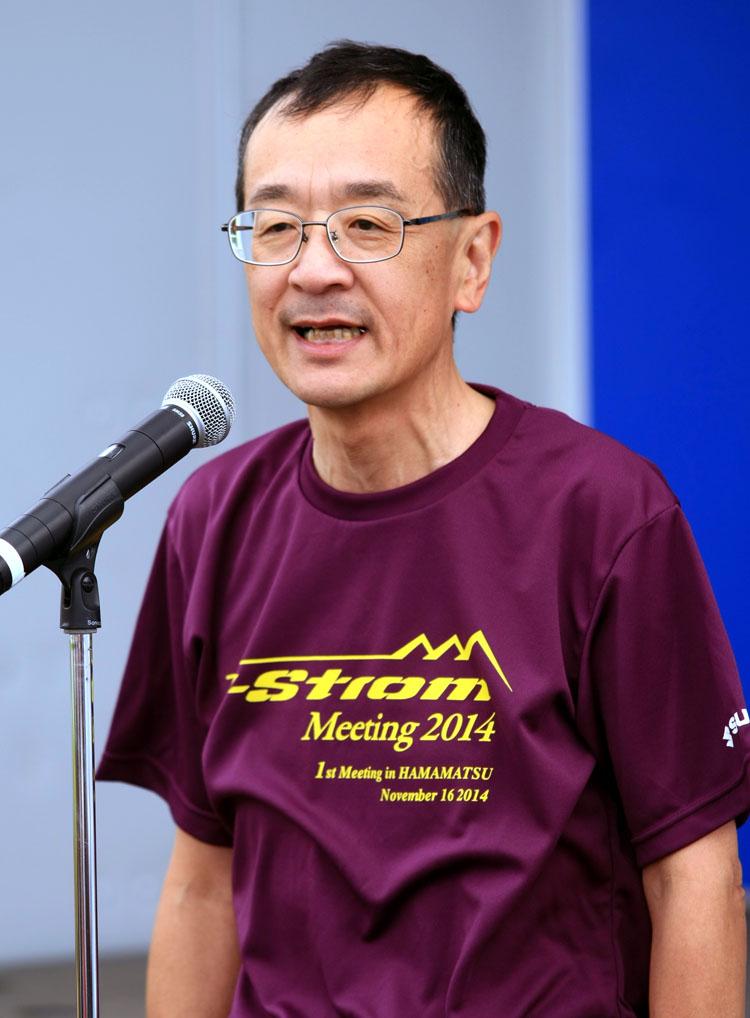 開会宣言をするスズキ二輪の濱本社長。当日もみずから会場を走り回って運営を支えた