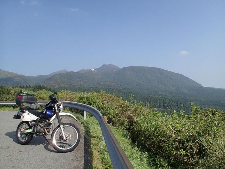 やまなみハイウエイから見た山々の雄大な景色。九州に行ったらやはり一度は走っておくべき場所だろう。