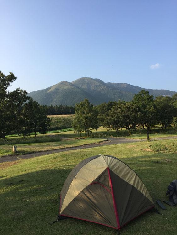 黒川温泉からほど近い「瀬の本高原・三愛オートキャンプ場」ではこんな絶景を独り占めしてしまった。<br />