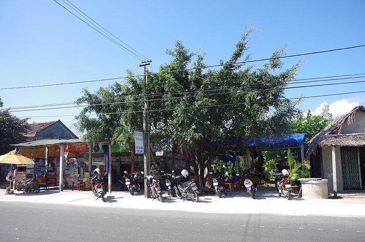 典型的なベトナムのドライブイン・カフェ