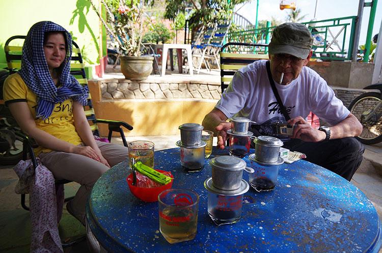 ベトナム式ドリップコーヒーを楽しむ
