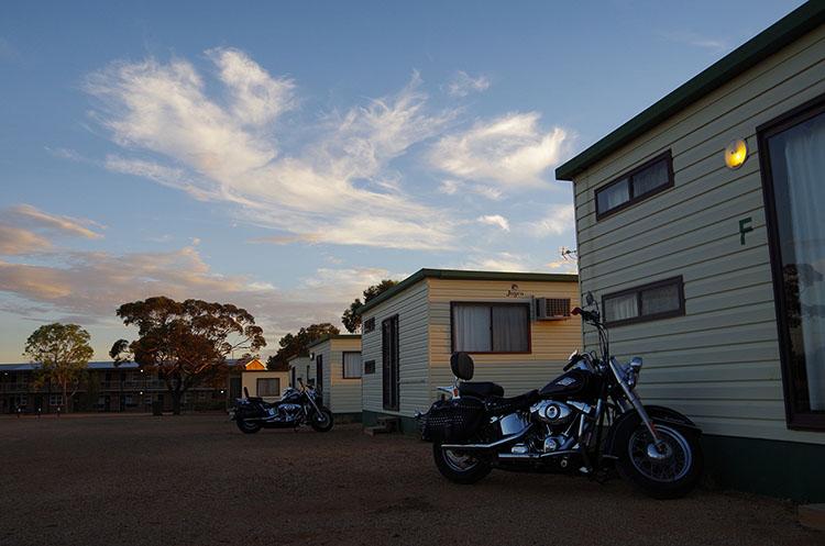 宿泊は基本的にロードハウスと呼ばれる簡易宿泊施設。意外と快適