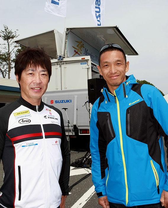 本日の特別ゲストはロードレース界のレジェンド 青木宣篤さん、北川圭一さんのお2人。トークショーにジャンケン大会、サインやフォトセッションのファンサービスに大活躍