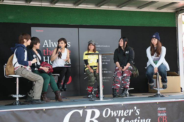 ステージでは、延時成実ちゃんのMCでレディーストークショーが行なわれました。男性ライダー必聴の内容?