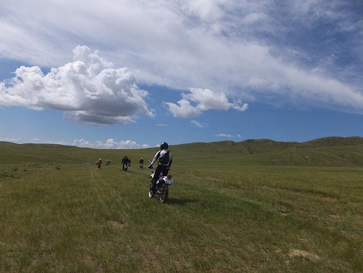 1草原の海を走る!