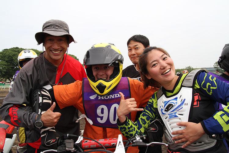 よーし、やったるでぇ! の心意気なのだ。左から勉ちゃん、ノア君、濱ちゃん、エリカ様である