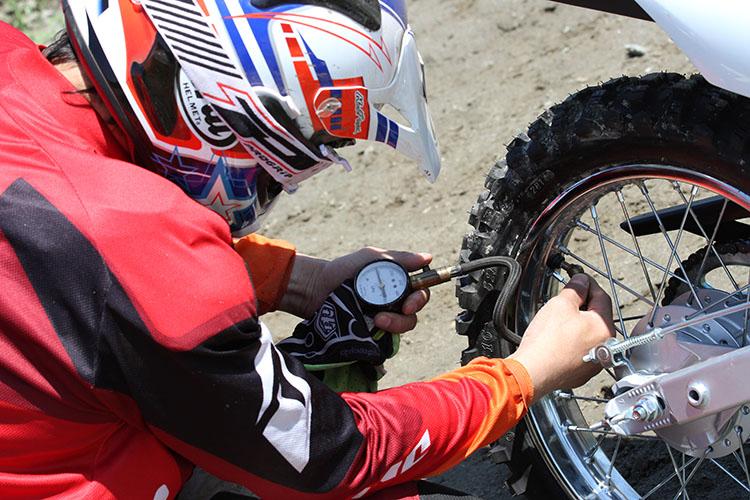 ミーティングの数日前、各部点検・整備と走行練習と、エリカ様の特訓を行った。タイヤの空気圧もいくつかのパターンで試してみた。これが、結果的に良かった