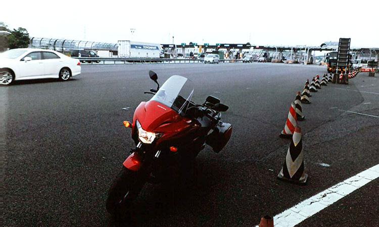 AM6:30、練馬、関越道入口をスタート。少し風が強いので要注意だ
