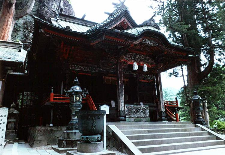 こちらが本殿。約1400年もの歴史があるそうだよ