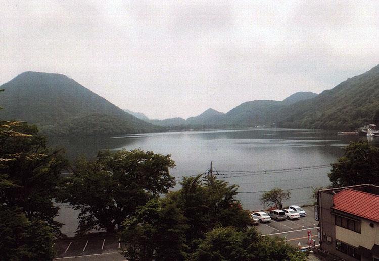 しばらく走ればすぐに榛名湖だ。冬のワカサギ釣りで有名だよね