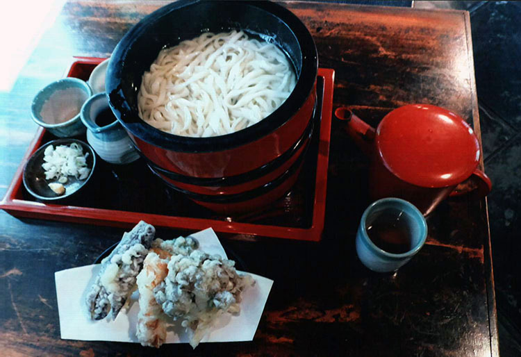 群馬といえばやっぱりうどん!! 野菜の天ぷらもおいしかったよ