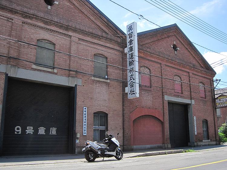 赤レンガで造られた倉庫