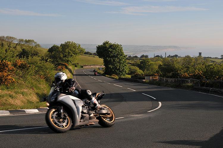 早朝、コースを一周してみた。一般ライダーも朝から楽しんでいる