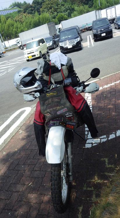 何とか渋滞を抜けPAで休憩。でもね、いざ出発って時にセルが回らんのですよ。前にも言ったかもしれないけバイクは長い事ほったらかすとスネます