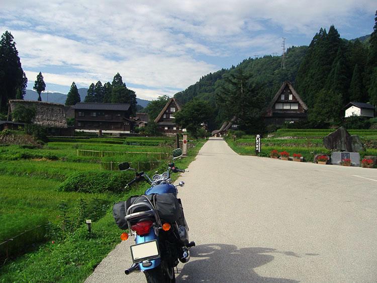 こちらは相倉の合掌集落。菅沼同様に合掌家屋(20棟)に地元の人たちが暮らしていて、民宿をしている家も数軒